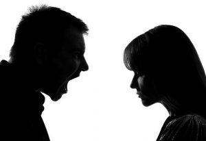 İngiltere'de korona virüs kısıtlamaları sırasında aile içi şiddet ikiye katlandı