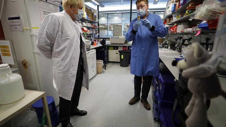 İngiltere'de Covid-19 aşısıyla ilgili çalışmaları istihbarat ajanları koruyor