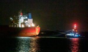 İngiliz özel kuvvetleri, kaçak yolcularca kaçırıldığı şüphesiyle petrol tankerine operasyon düzenledi: 7 gözaltı