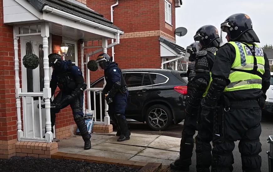Yüksek hasarlı suçluları hedef alan uyuşturucu baskınlarından sonra yedi tutuklama
