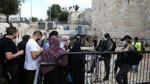 İsrail polisinden Filistinlilerin Mescid-i Aksa'ya girişine engel