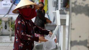 Vietnam'da Coronavirüs nedeniyle işsiz kalanlar için pirinç ATM'si icat edildi