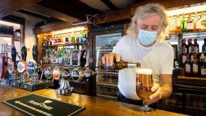 İngiltere'de içkili eğlence mekanları, kapatılmaları durumunda yargıya başvurmayı düşünüyor