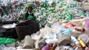 Yeni geliştirilen 'süper enzim' ile plastik şişelerin geri dönüşümü hızlanacak