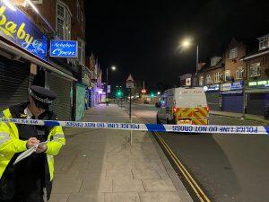 Harrow'da 19 yaşındaki bir genç silahla vuruldu