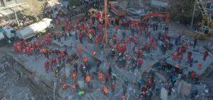 İzmir'deki depremde hayatını kaybedenlerin sayısı 62'ye yükseldi
