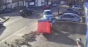 İngiliz sürücü, bir dakika içerisinde 6 kez kaza yaptı