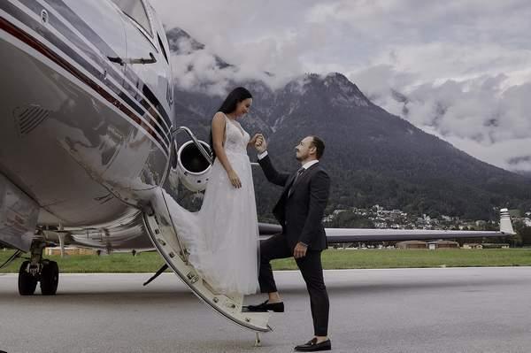 Koronavirüs salgını nedeniyle özel jette düğün trendi başladı