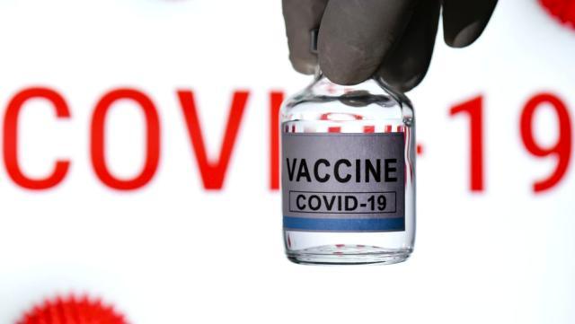 İngiltere hükümeti koronavirüs aşısını özendirmek için sosyal medya fenomenleriyle çalışacak