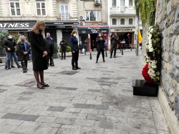 İngiltere'nin İstanbul Başkonsolosluğu'nda terör saldırısında ölenler anıldı