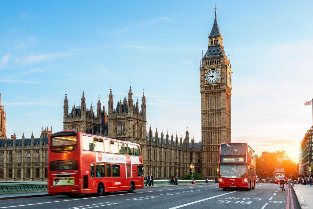 İngiltere hizmet sektöründe son dört ayın en zayıf performansı