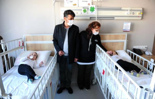 Londra'da operasyonla ayrılan siyam ikizlerinin sağlık durumu iyi