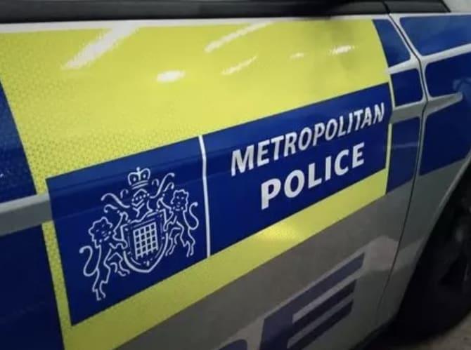 Southgate'de Üç kişi ateşli silah bulundurmaktan suçlandı