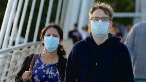 İngiltere'de koronavirüs karantinasına karşı 'özgürlük kartı' uygulaması