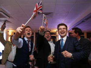 """İngiltere'de """"aşırı sağ düşünce"""" çocuklar arasında yaygınlaşıyor"""