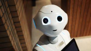 Japonya'da maske takmayanları ve sosyal mesafeye uymayanları tespit eden robot mağazalarda görev yapmaya başladı