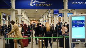 İngiltere'den uçuşları durduran ülke sayısı 40'ı aştı