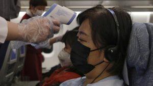Çin'de uçuş personeline koronavirüsten korunmak için tuvalete gitmek yerine, bez takmaları önerildi