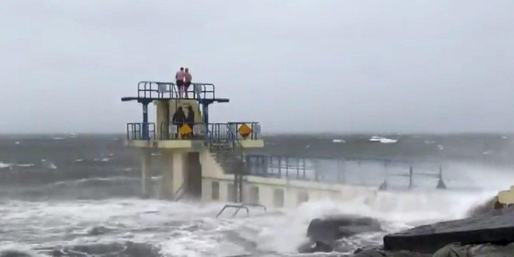 İngiltere'yi Bella fırtınası vurdu