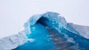 Dünyanın en büyük buz dağındaki erime gözlendi