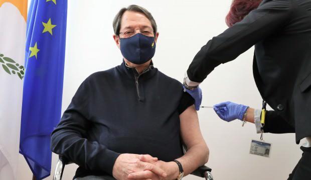 Rum Lider Nikos Anastasiadis Covid-19 aşısı oldu