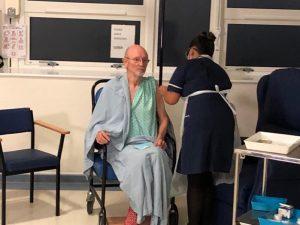 'Koronalı İki Centilmen': Dünyada aşı yapılan ikinci kişi 81 yaşındaki William Shakespeare oldu