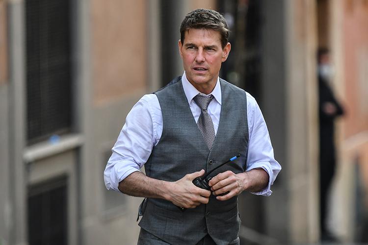 Tom Cruise, sosyal mesafeye uyulmadığı gerekçesiyle sette ikinci kez patladı: Ekipten 5 üye 'tehlikeli görevi' terk etti