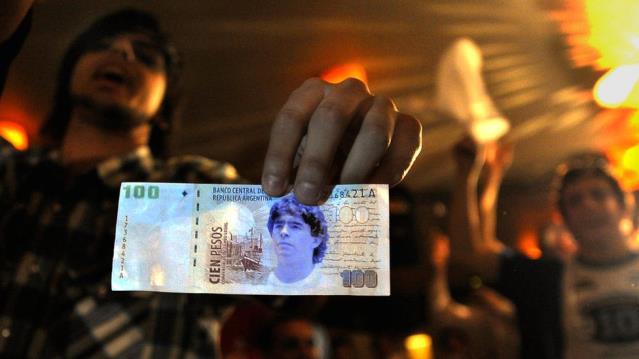 Arjantinli senatör Maradona resimli banknot basılmasını önerdi