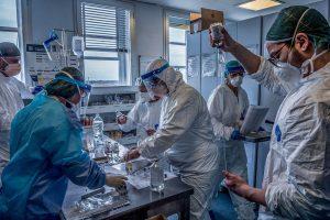 DSÖ yeni koronavirüs mutasyonu konusunda İngiltere'yle 'yakın temasta'