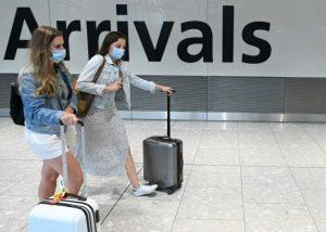 İngiltere'nin 'serbest kalma testi' uygulaması kaosla başladı