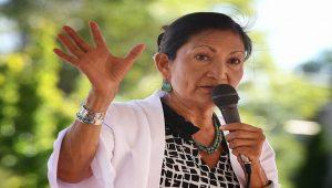 Biden'ın İçişleri Bakanı yerli Amerikalı Debra Haaland olacak