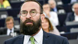 Eşcinsellik karşıtı Avrupa Parlamentosu Milletvekili, eşcinsel cinsel ilişki partisinde basıldı