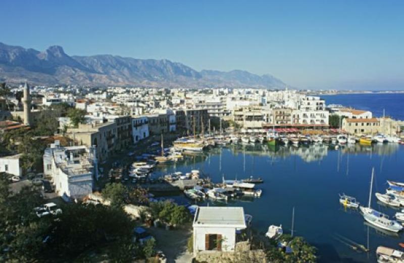 Güney Kıbrıs, İngiltere'den gelen yolcuları 14 gün karantinaya alacak