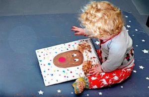 İngiltere Başbakanı Johnson'ın 8 aylık oğlunun çizdiği resim parkinson hastasına hediye edildi