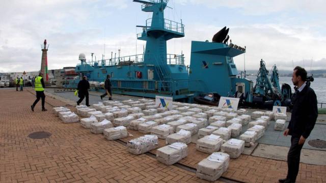 Yarım ton kokain yüklü tekne mercan adasında karaya vurdu