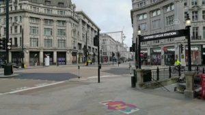 Noel'de Londra sokakları boş kaldı