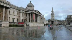 Noel öncesinde sokaklar ve meydanlar boş kaldı