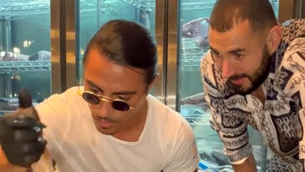 Nusret Gökçe, yıldız futbolcu Karim Benzema ile bir arada