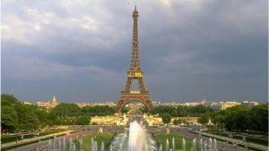 Paris belediyesine 'çok sayıda kadını üst düzey görevlere atadığı için' 90.000 euro para cezası kesildi