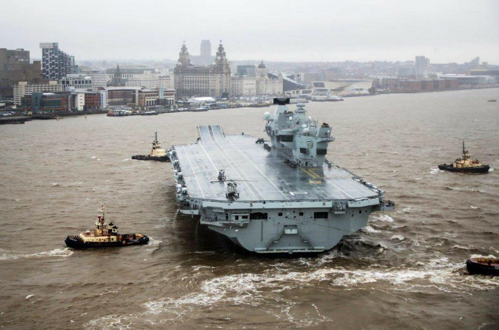 En yeni İngiliz uçak gemisi su aldığı için arızalandı