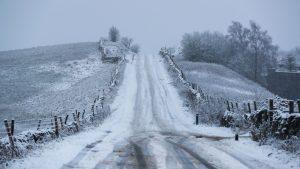 İngiltere'nin bazı bölgeleri için kar ve buz uyarıları yapıldı