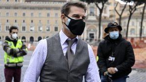 Tom Cruise Londra'daki Görevimiz Tehlike setinde mesafe kuralına uymayanları azarladı