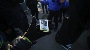 Türk gazeteci, Amerika'daki korona kısıtlamalarına karşı yapılan gösteride saldırıya uğradı