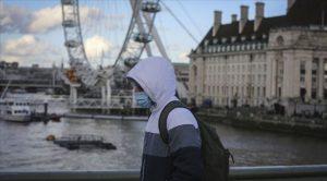 İngiltere'de ilkokullar kapatıldı, sahra hastaneleri tekrar açıldı