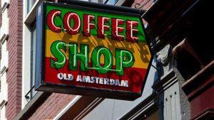 Amsterdam Belediyesi esrar satan kafelere yabancı turistlerin girişini yasaklamaya hazırlanıyor