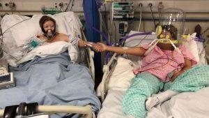 İngiltere'de COVID-19 hastası kadın oksijen maskesini çıkararak kızlarıyla vedalaştı