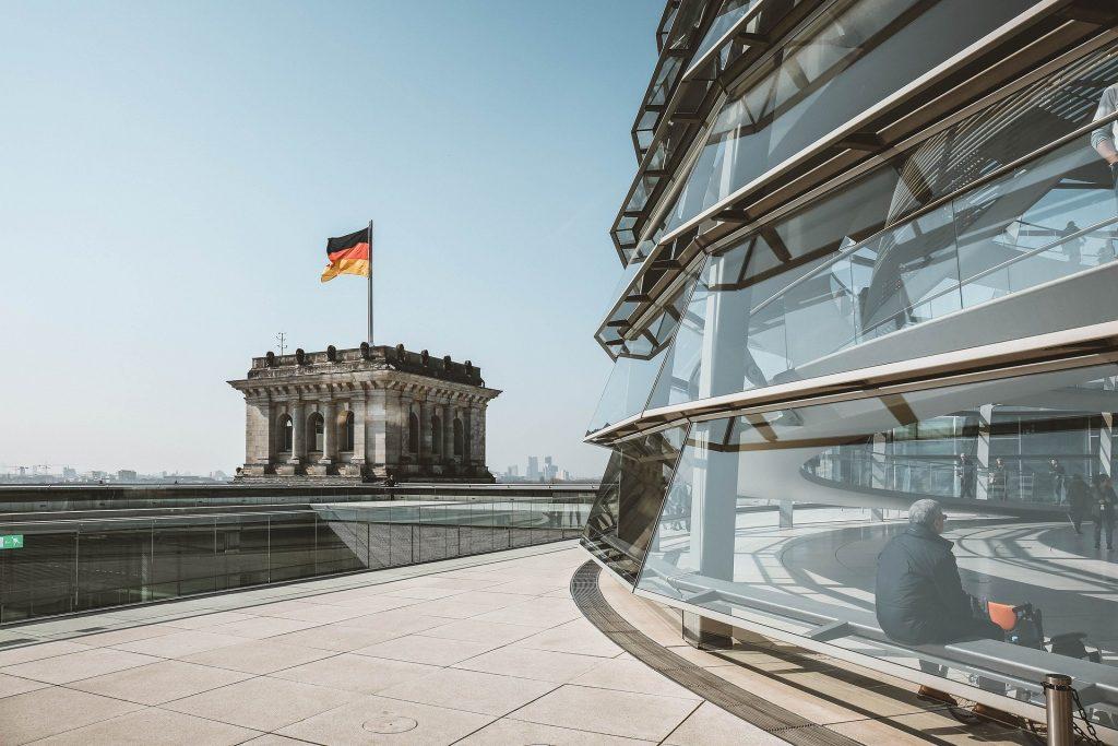 Almanya'da Hristiyan Demokrat Birlik Partisi liderliğine Armin Laschet seçildi