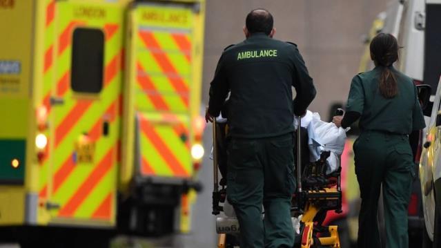 İngiltere'de hastanelere 30 saniyede bir koronavirüs hastası geliyor