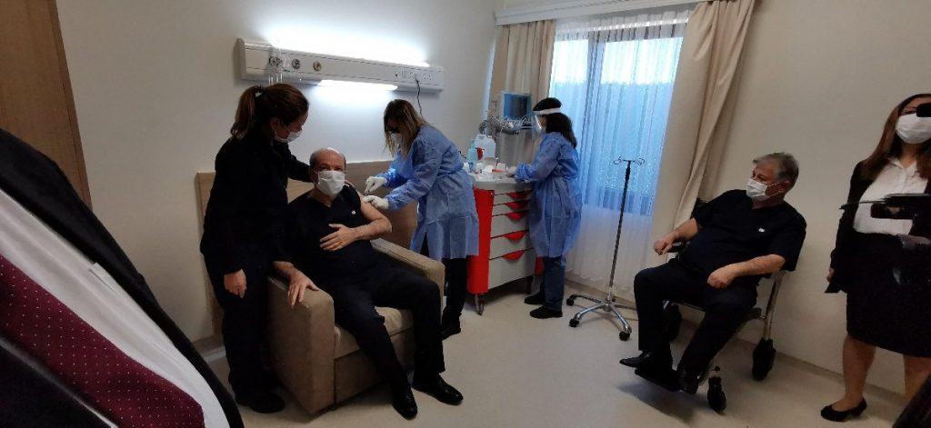 KKTC'de ilk aşıyı Cumhurbaşkanı Ersin Tatar oldu