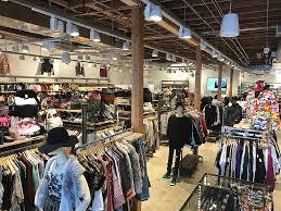 İngiltere'de hazır giyim mağazalarının satışlarında son 23 yılın en sert düşüşü yaşandı